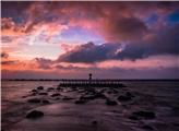 日出前的海滩