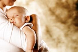 【宝贝成长】想知道喜欢抱着睡觉的小朋友正常吗?