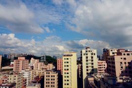 【摄影每周一主题】白云升远岫,摇曳入晴空。