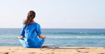 初学者如何开始你的瑜伽姿势练习?重点姿势推荐(下)- 膝胸式