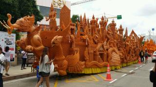 泰国的雨季来临.庆祝佛节