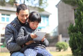 """【沪江人物】""""小诗人""""BINI :一起写诗学外语的文艺父女俩"""