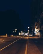 В одной знакомой улице. 在一条熟悉的街道上